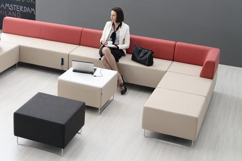 Stylowe pufy znajdują zastosowanie w pokojach hotelowych, lobby i kawiarniach.
