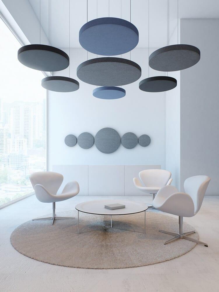 Systemy akustyczne pozytywnie wpływają na akustykę wnętrz i mogą stanowić dodatkowy element dekoracyjny.