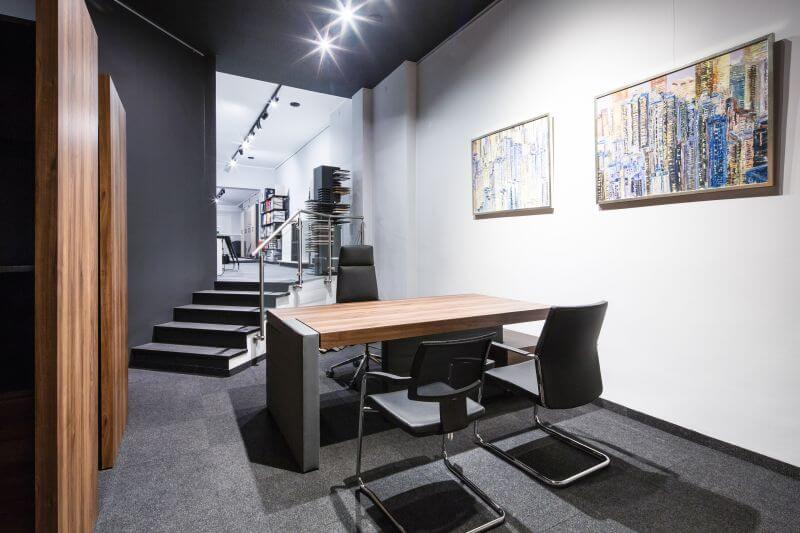 W naszym salonie zapoznasz się z oferowanymi przez Nas modelami mebli i materiałami