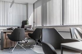 W naszej ofercie znajdą Państwo bogaty asortyment mebli biurowych - krzesła gabinetowe ipracownicze, recepcje, stoły konferencyjne